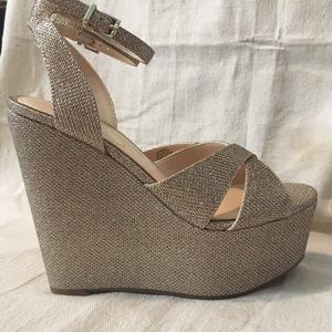 669aace285c Jessica Simpson Shoes - Jessica Simpson prena gold